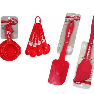 4 piece red Betty Crocker measuring baking set